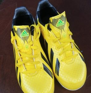 Men's Adidas f-30 cleets size 9